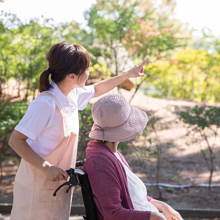 要介護者の日常生活をサポートする【介護士】