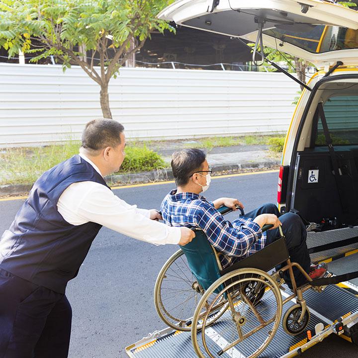 需要が高まっている【介護タクシードライバー】